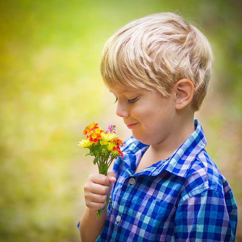 Ute och plockat blommor